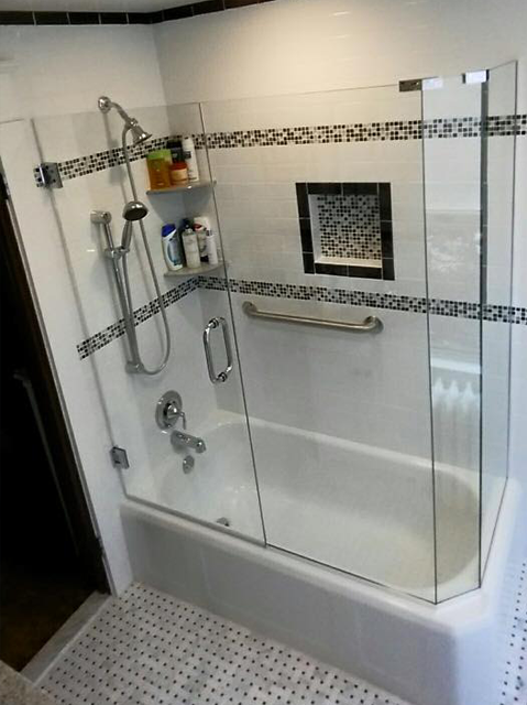 Bathtub with frameless glass shower door