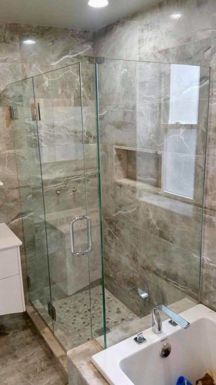 Glass shower door by Bryn Mawr glass